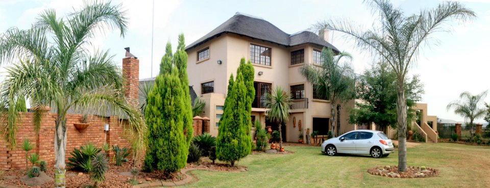 Huge 10 Bedroom Family Mansion on 1.6ha plot - Hartbeespoort