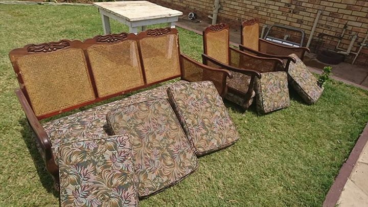 5 seater wood lounge suite
