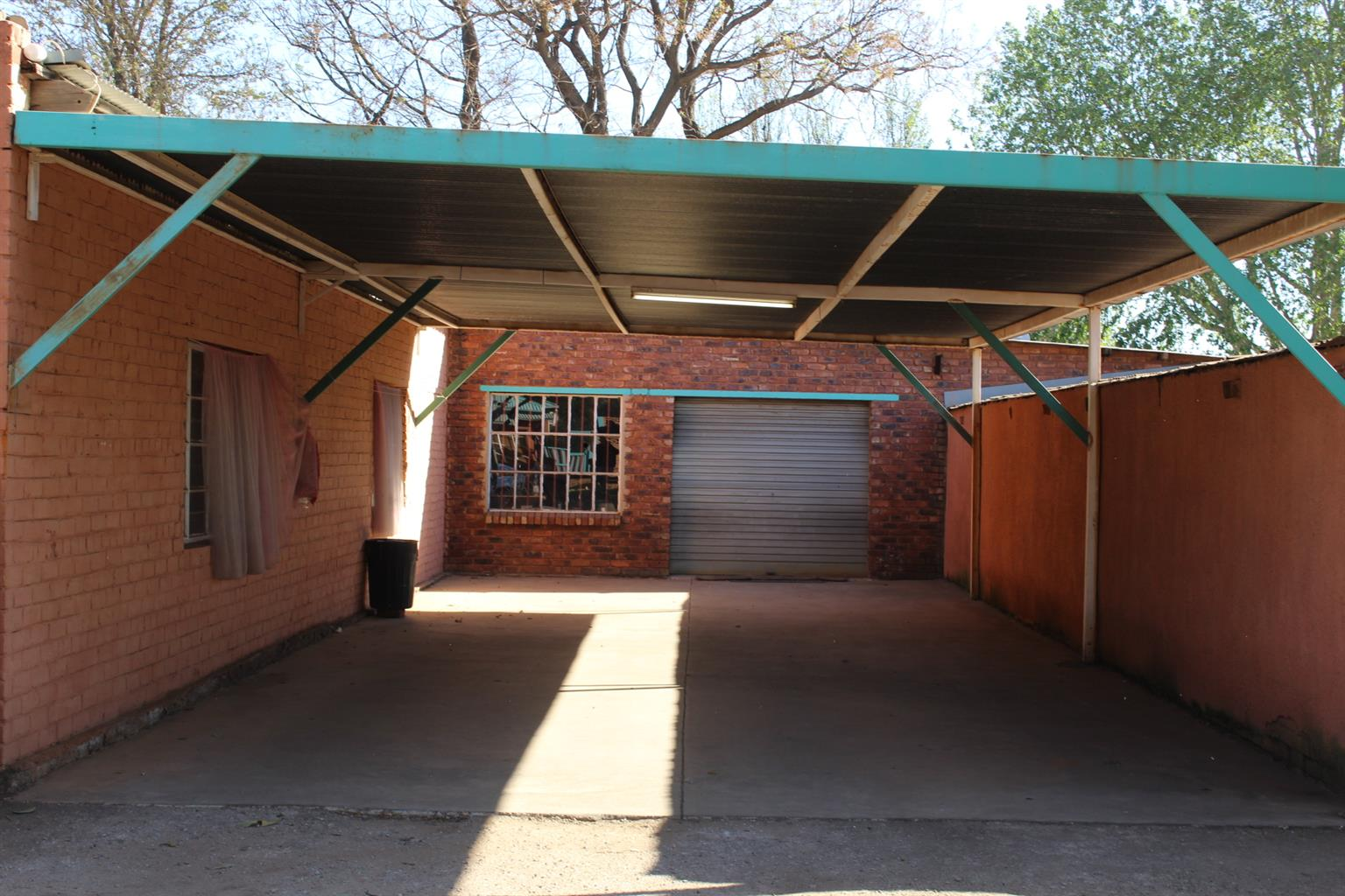 BENONI-PETIT-LIGHT INDUSTRIAL USAGE--SOLID HOUSE-3 PHASE-GOOD OUTBLDGS