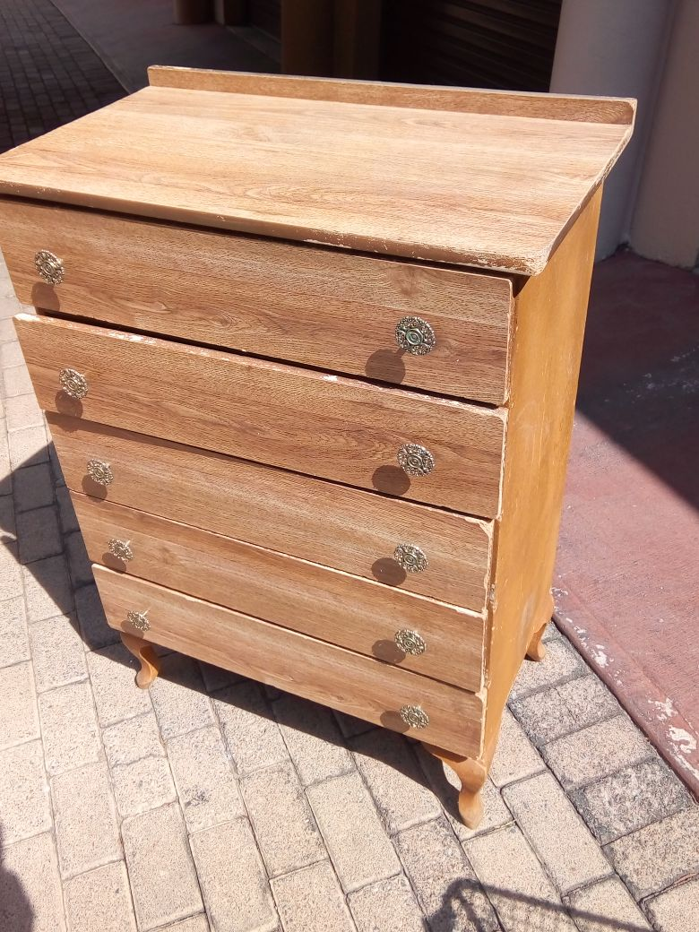 2nd Hand Chest of Drawers - R400