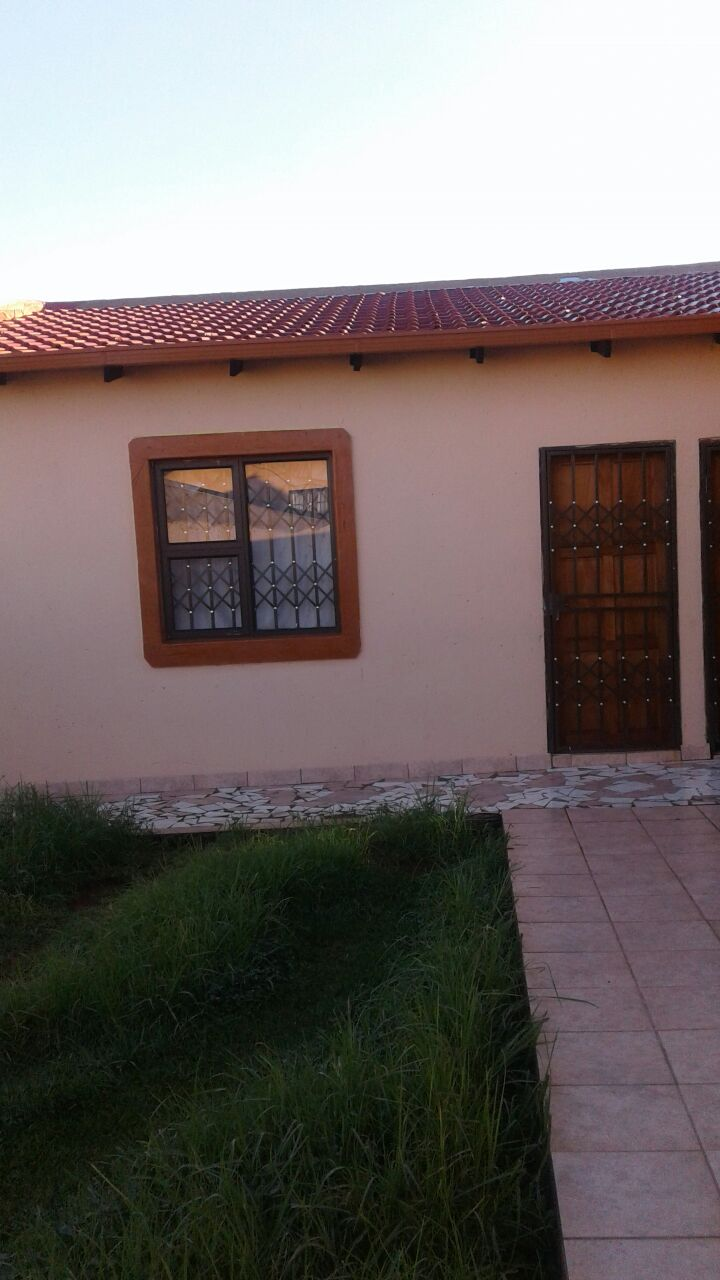 Garage to let.vosloorus ext5.1st May 2019