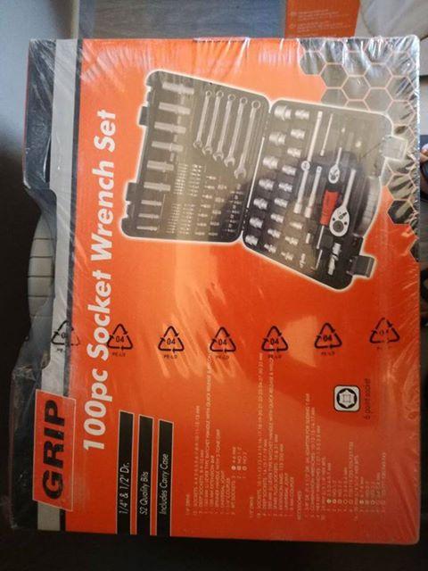 nuwe 100pc socket wrench set