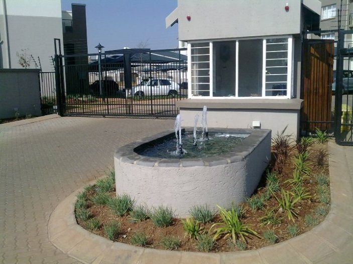 Ref: PS19 Ground floor, 1 bedroom with BIC, Open plan kitchen/lounge, Bathroom, tub, hand basin & loo.