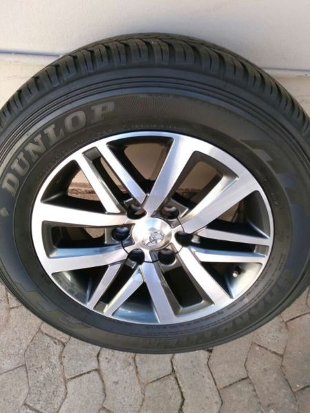 Latest Toyota Fortuner 18 inch Original Spare Mag with 70% tread Dunlop Tyre R3950