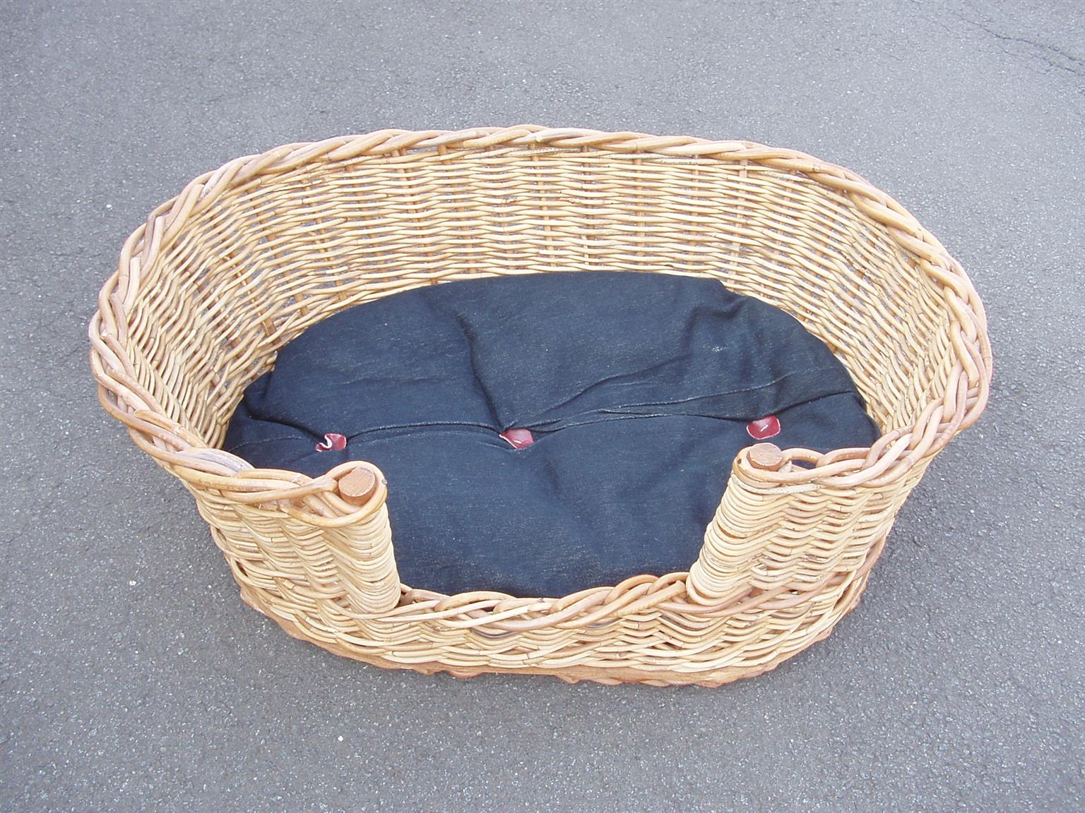 Dog Cane Basket - with Cushion - in excellent condition