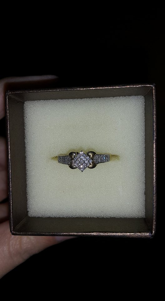 ladies engagement ring 9ct yellow gold  45 small diamonds