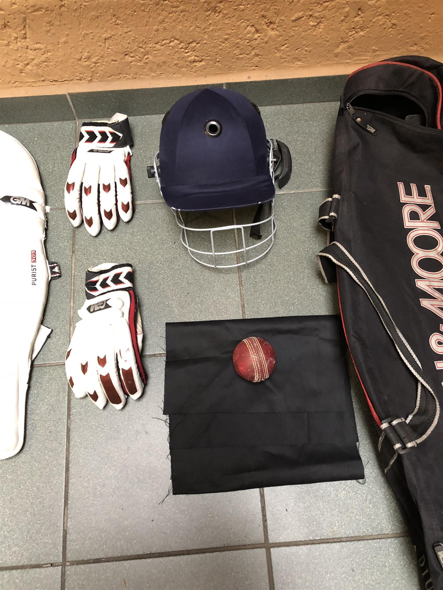 2 x Gunn & Moore cricket sets including bags