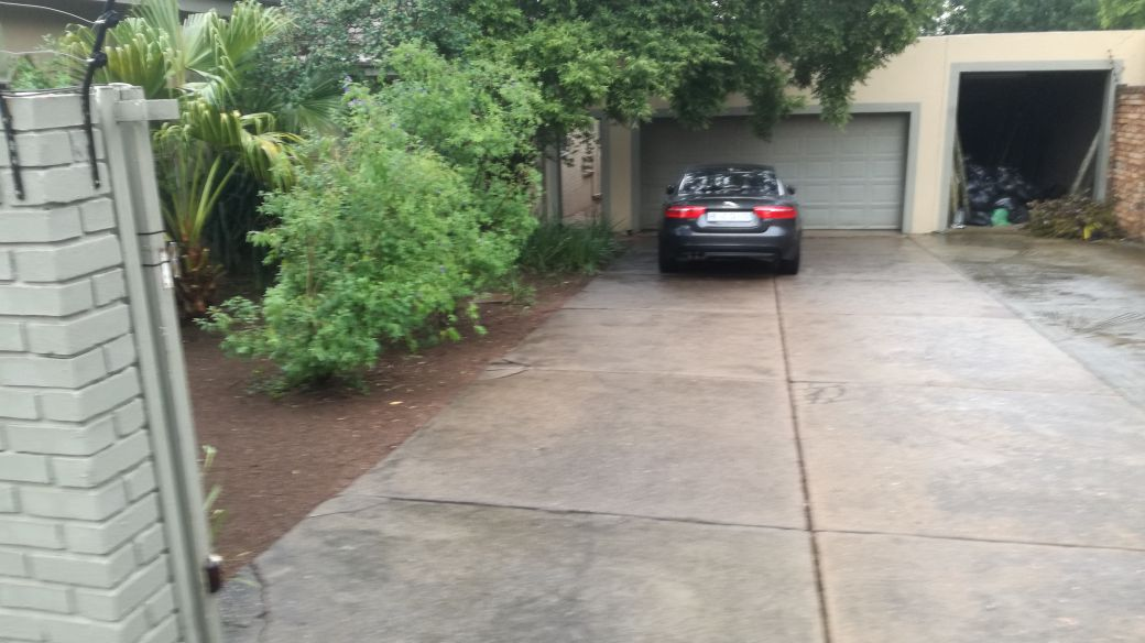 BEAUTIFUL 4 BEDROOM HOUSE WITH SWIMMING POOL- MENLO PARK