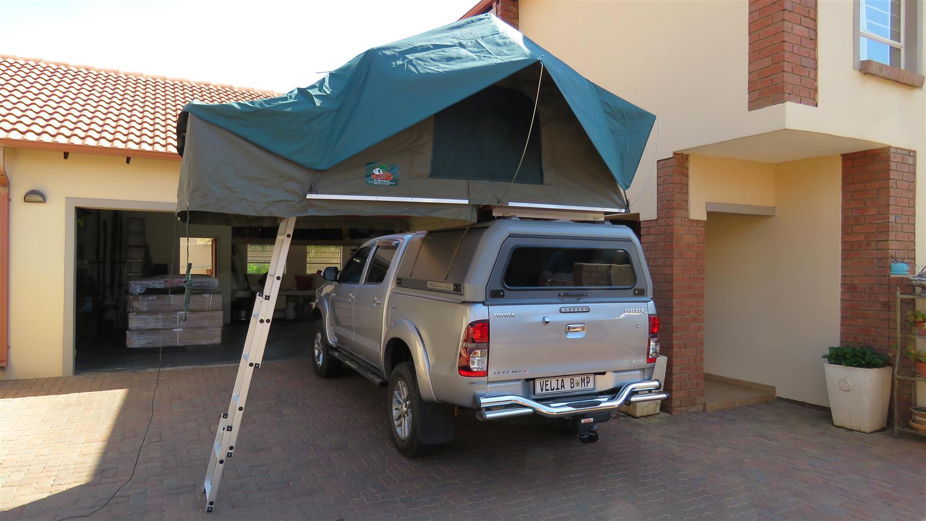 1.4  Deluxe Rooftop Tent