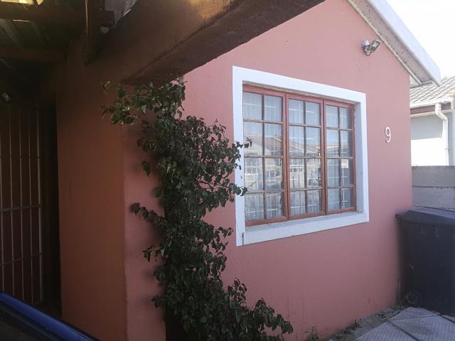 3 bedroom House for sale in Zeekoevlei