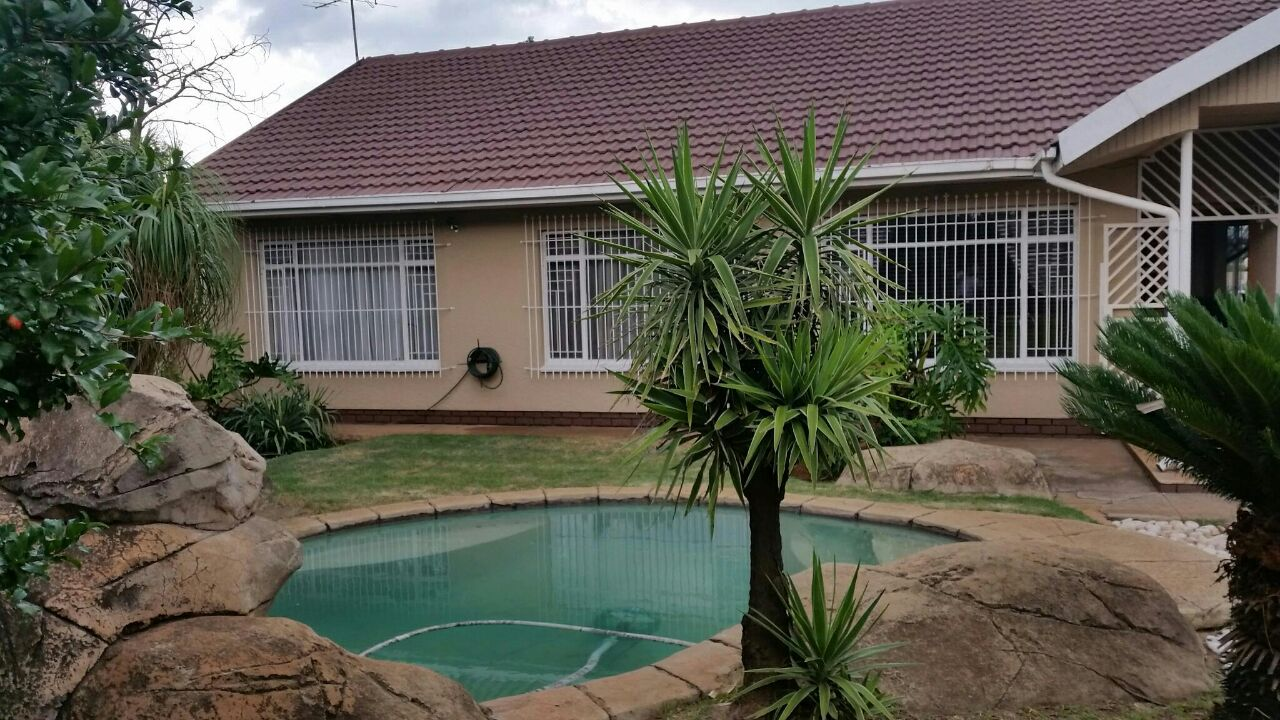 Charming Spacious Family home in a secure boomed off area in Dalpark Proper,  Brakpan.
