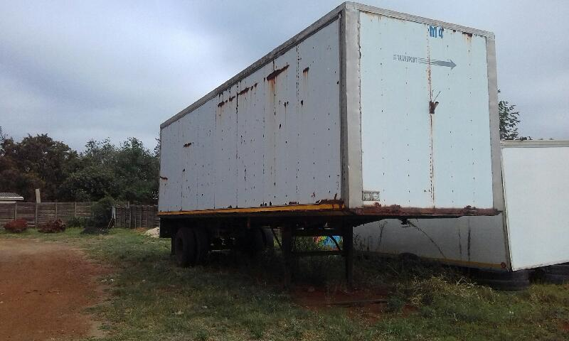 Hendred Closed Body Single Axle Truck Trailer