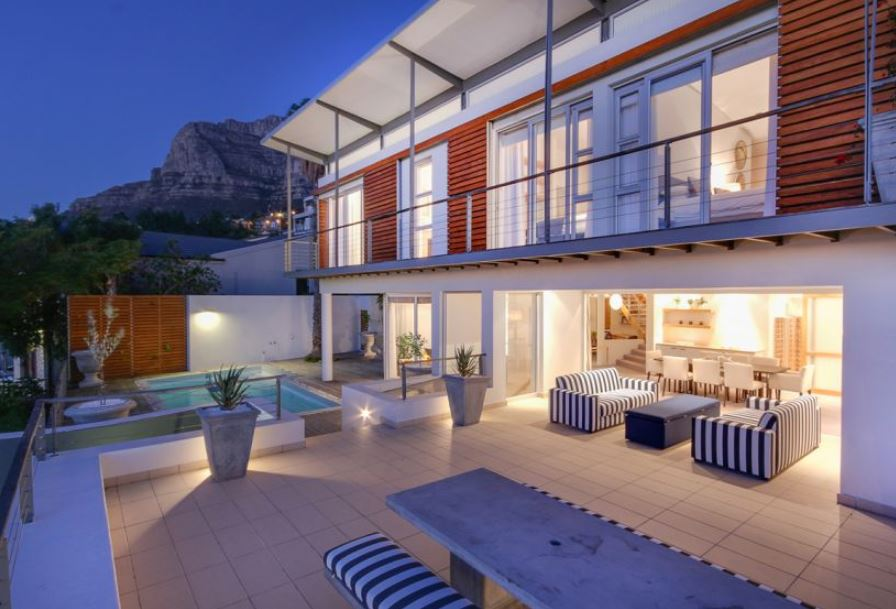 3 Bedroom Furnished Holiday Accommodation in Camps Bay, Cape Town