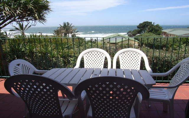 Zinkwazi, Holiday House, Across the road from the Beach, OPEN FROM 28TH DEC INTO JAN, Sleeps 10