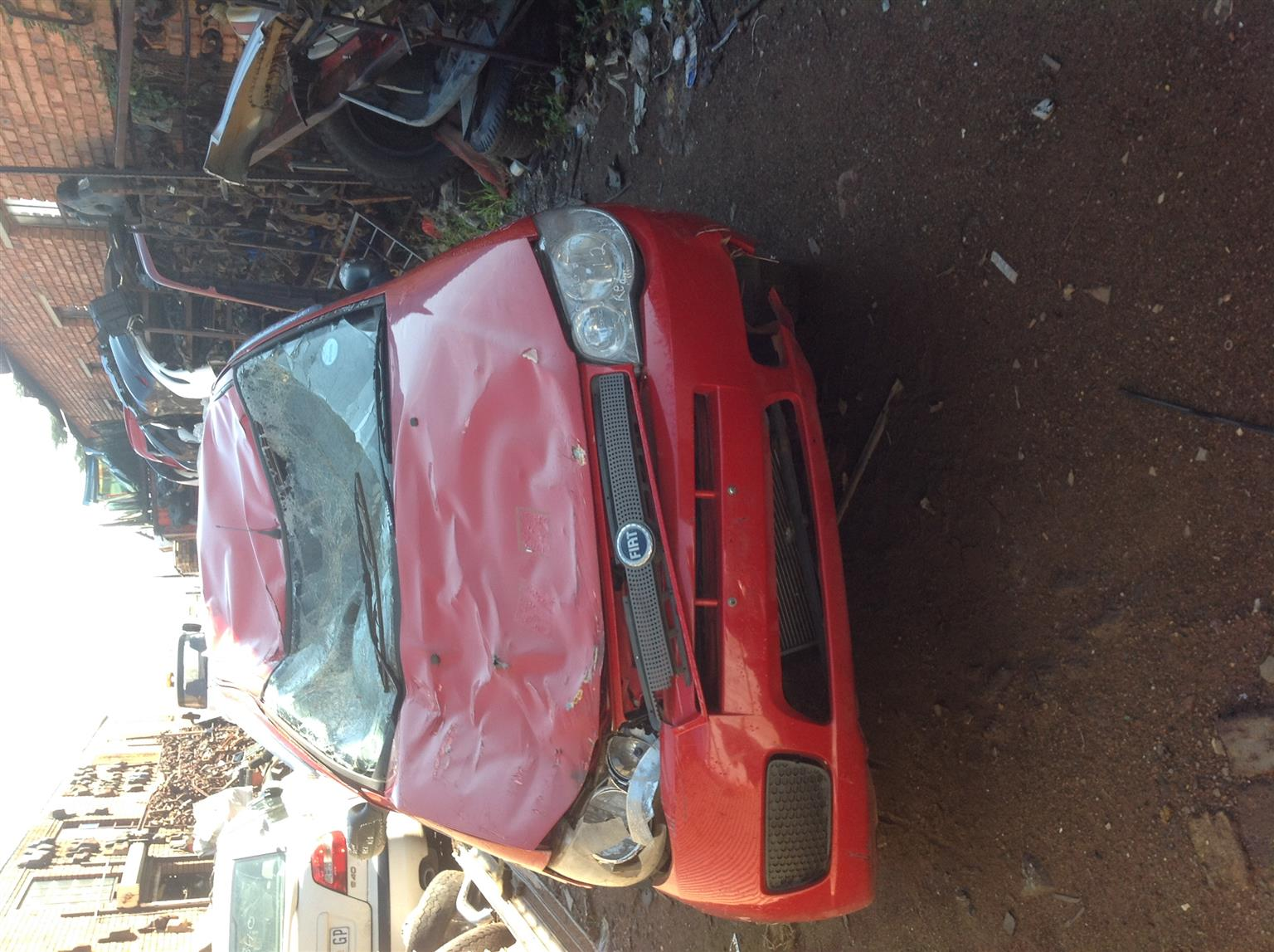 Stripping Fiat Palio 2 Go 2006 for Spares