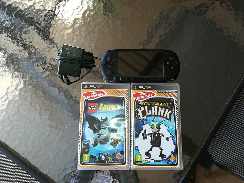 Psp street in great condition with 2 games