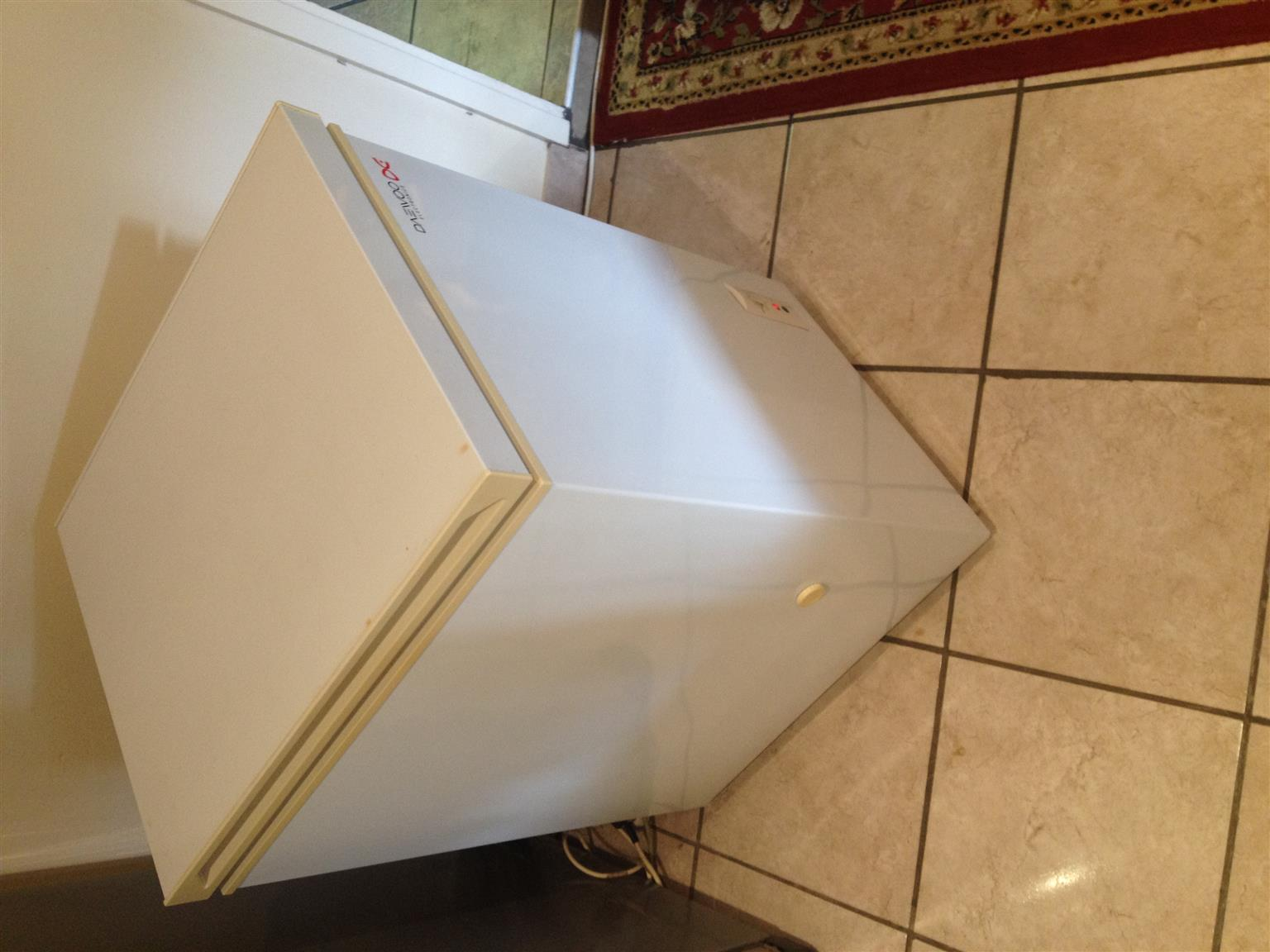 DAWOO ELECTRONICS CHEST FREEZER IN EXCELENT CONDITION & WORKING ORDER