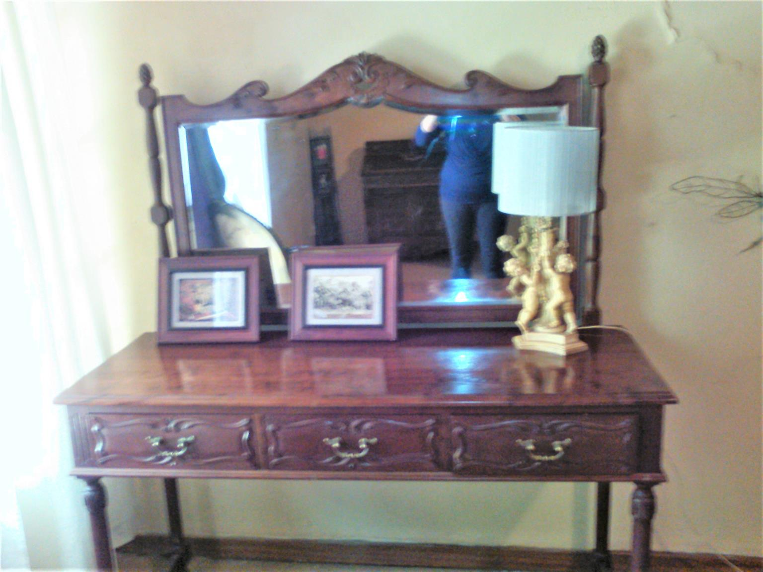 Bedroom Twin Beds, dressing table, side tables Suite for Sale