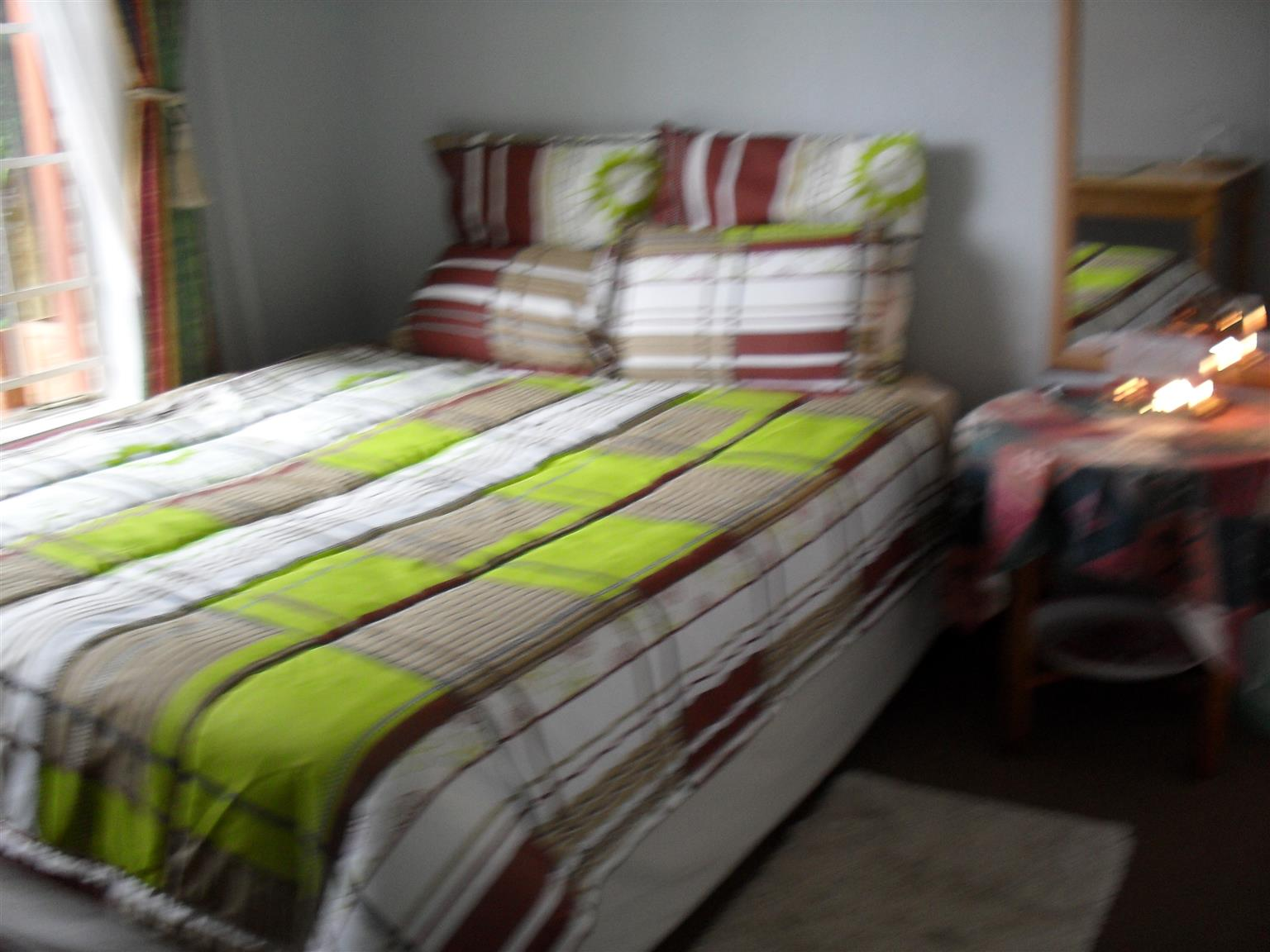 Room to rent in private upmarket house.