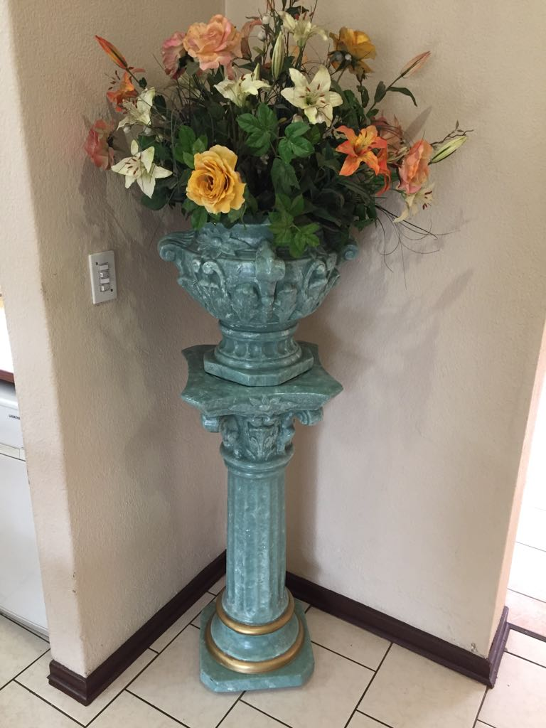 Pillar with large vase and synthetic flowers