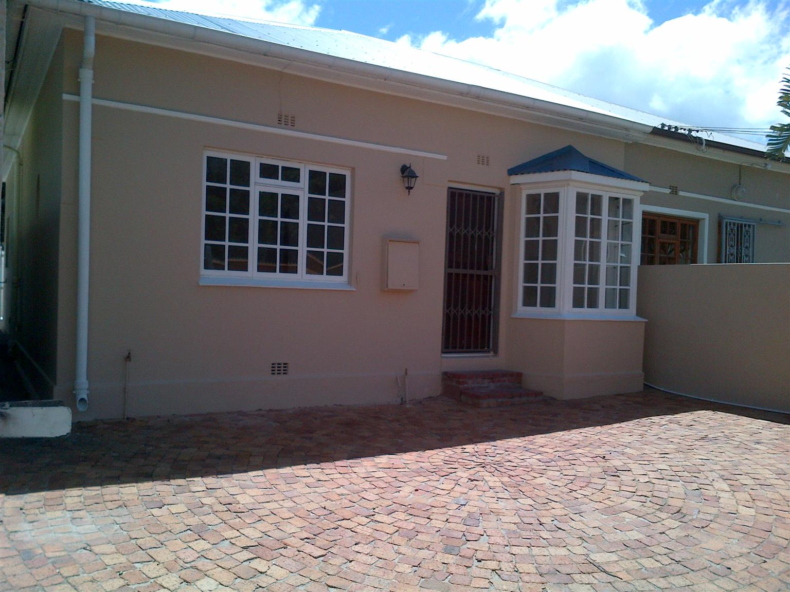 Charming, 2 bedroom house for rent in Claremont, Cape Town