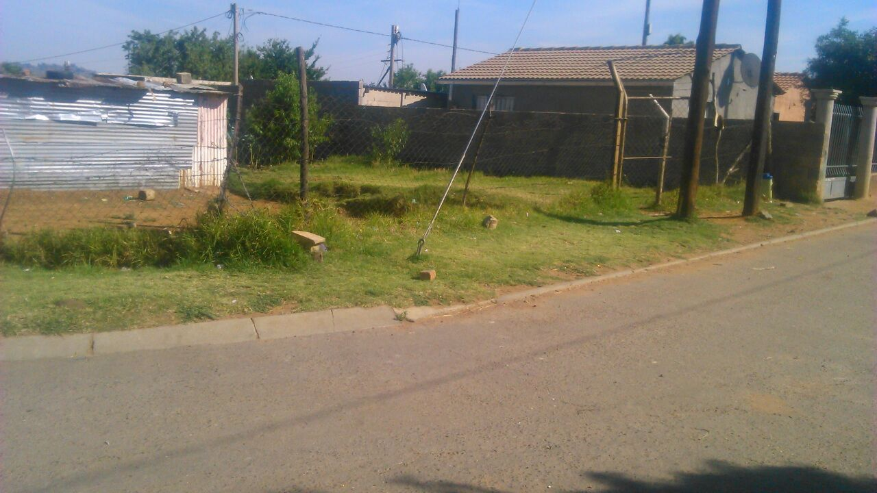 Kagiso Swanieville Stand for sale. Only R 125000. Corner stand.