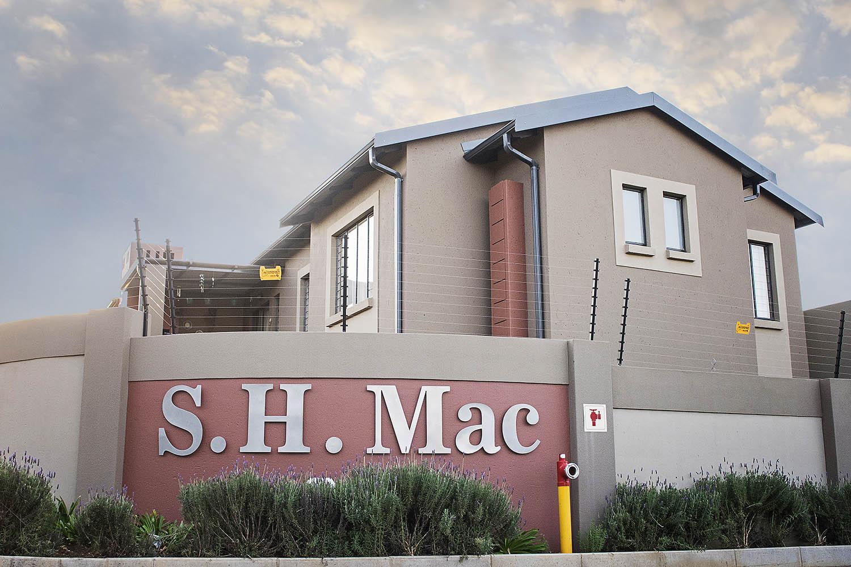 05 S.H. Mac - Ground floor 3 Bedroom, 2 Bathroom, Double Garage with Garden