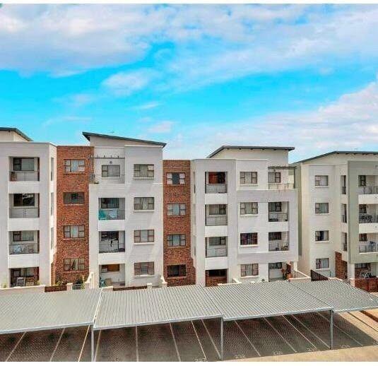 Randburg - Upmarket 2 bedrooms 1 bathroom apartment available R790000
