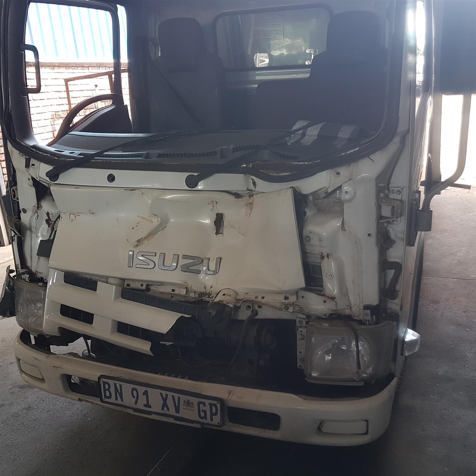 ISUZU NMR 250 Smoother Truck - Breaking 4 spares