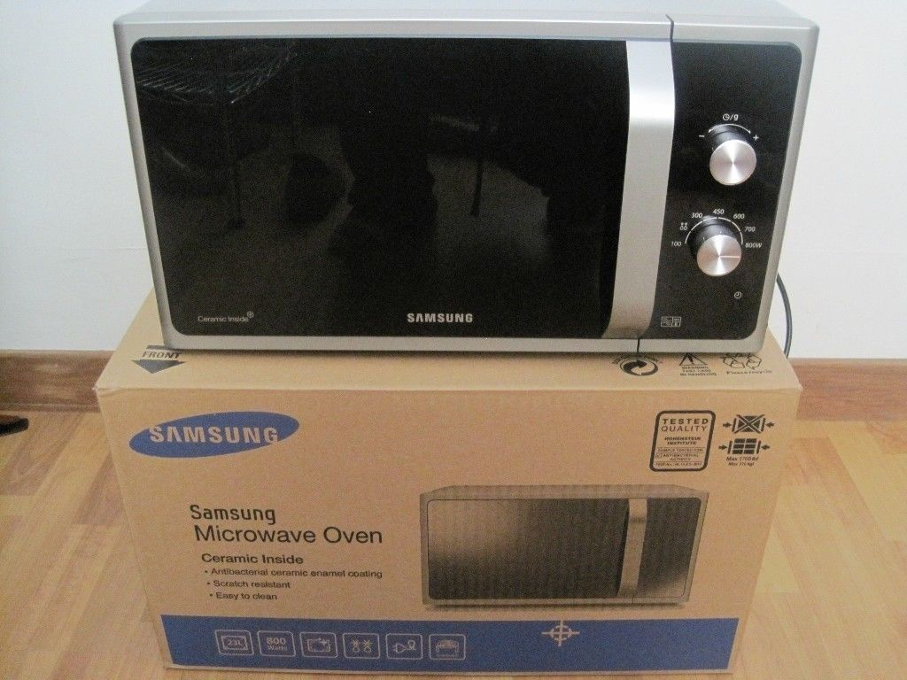 SAMSUNG Microwave almost new with the box