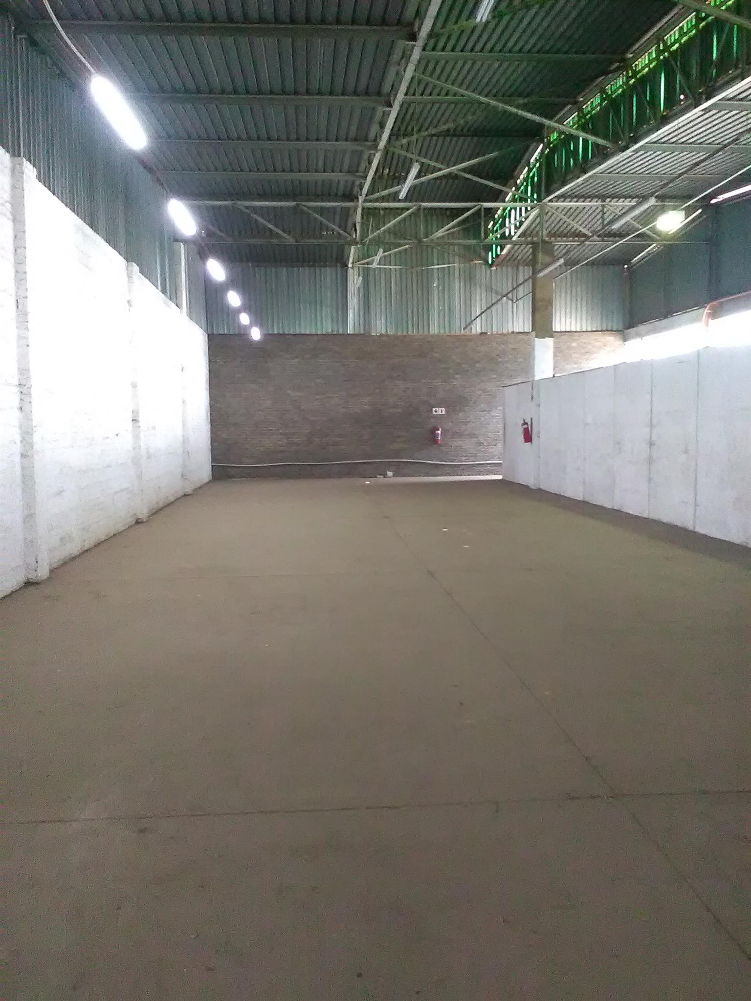 992m2 warehouse to let in Alrode
