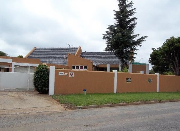 5 Bedroom – 3 bathroom House (with Granny Flat) For Sale Kempton Park