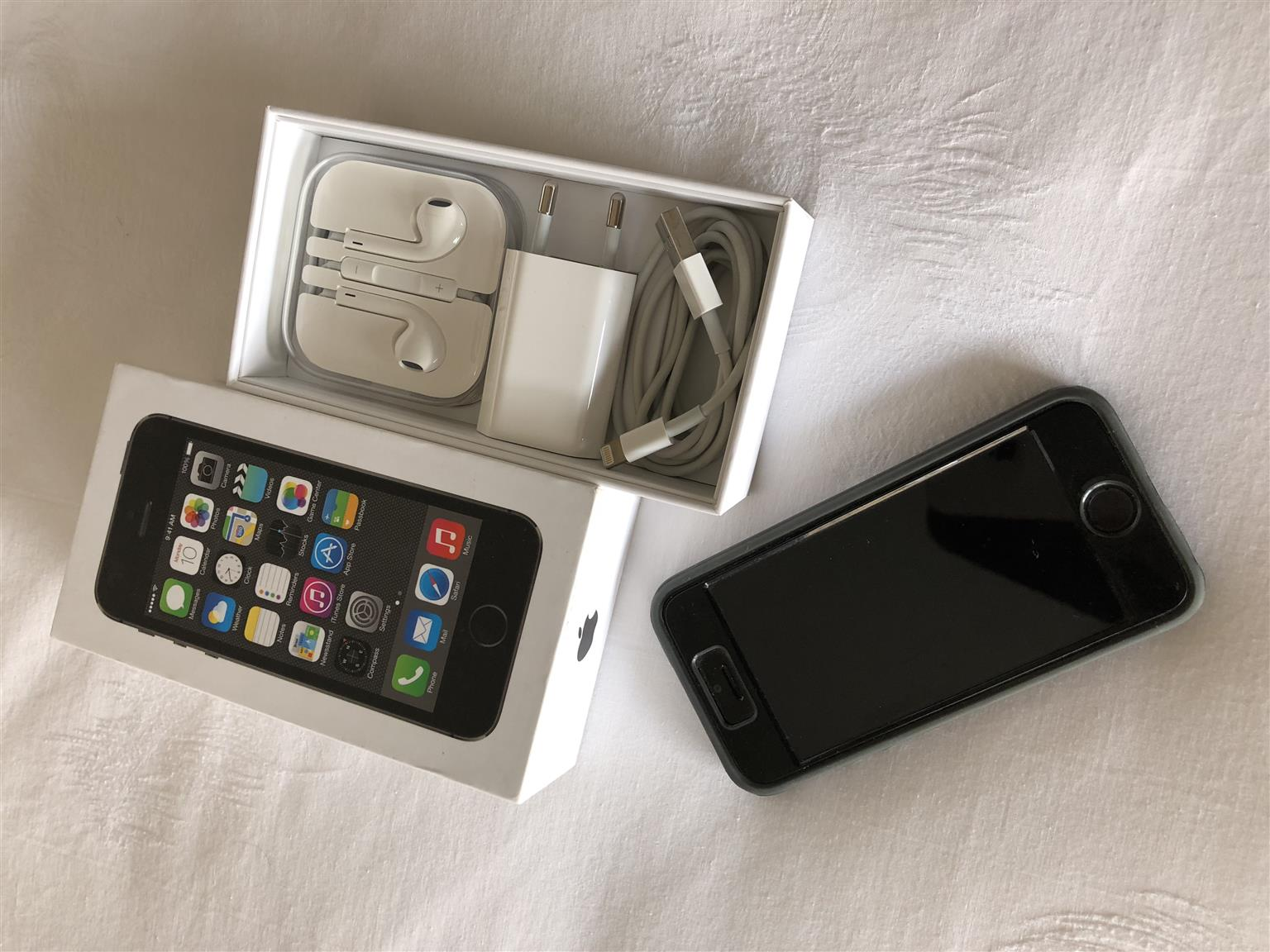 iPhone 5S - 16 GB - Excellent Condition
