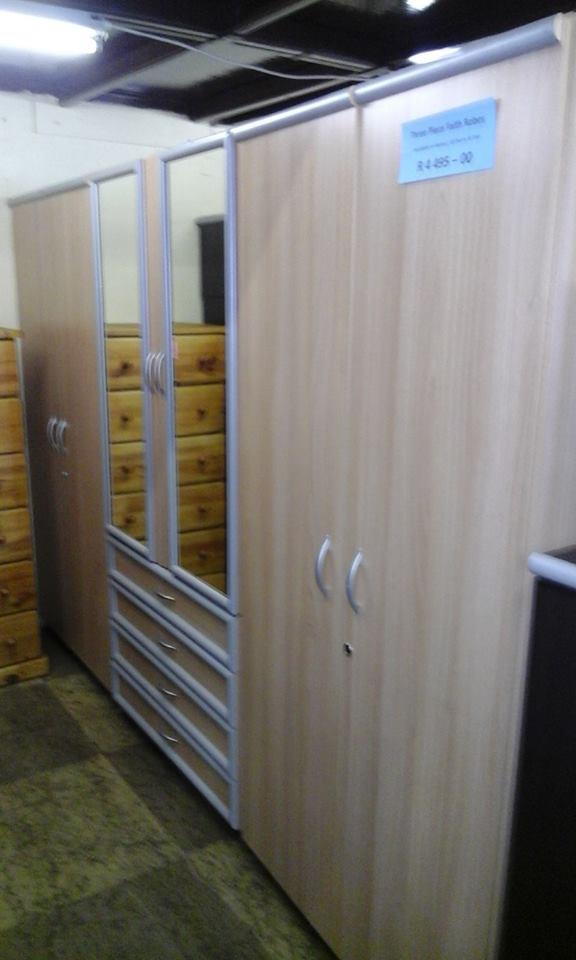 6 Door closet unit with mirrors