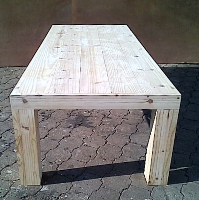 Patio table Chunky Farmhouse series 3100 Raw with pillar legs