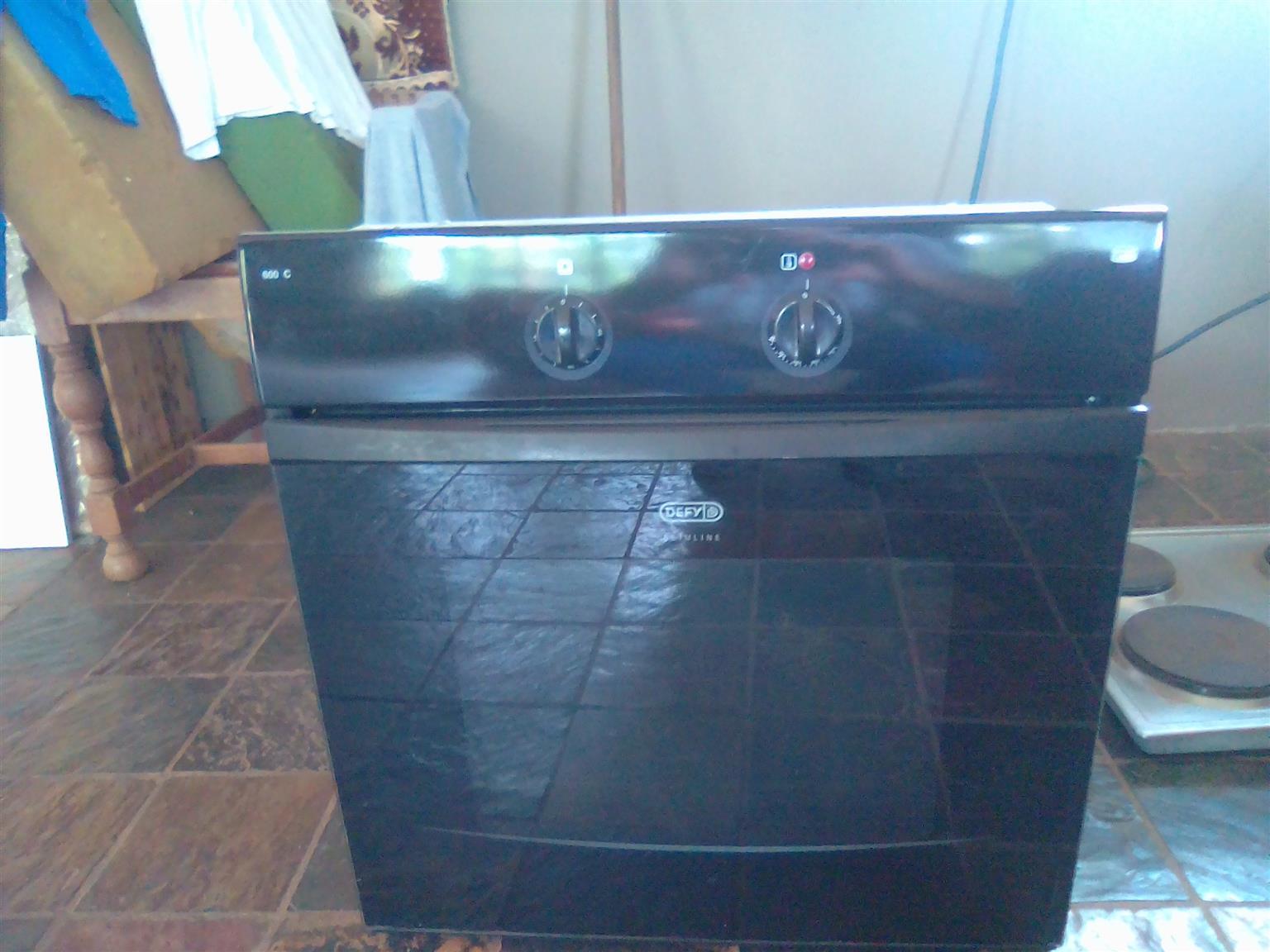 Black DEFY 600C Slimline Oven
