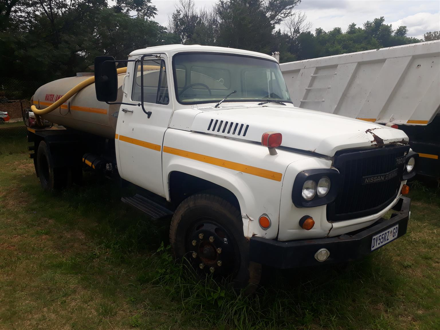 Nissan UG780 with 8000L water tanker