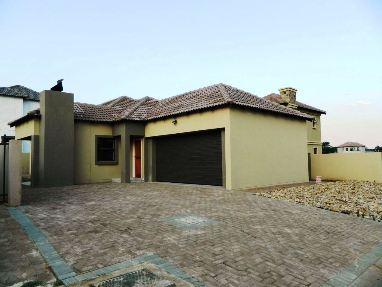 House for sale at hartebeespoort dam , Gateway manor