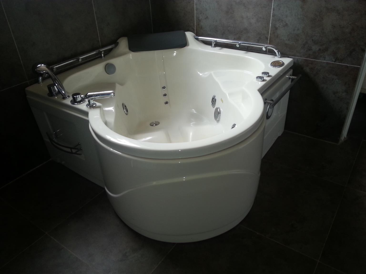 Jacuzzi bath | Junk Mail