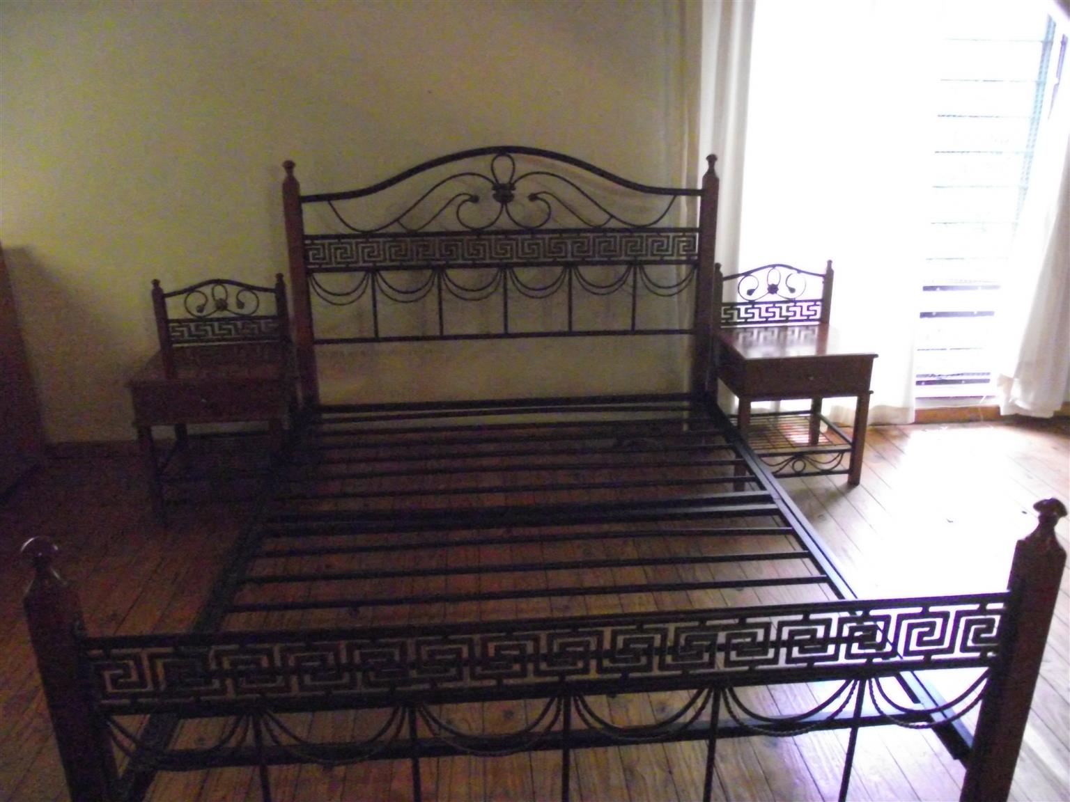 WROUGHT IRON QUEEN SIZE BED WITH 2 BEDSIDE CUPBOARDS