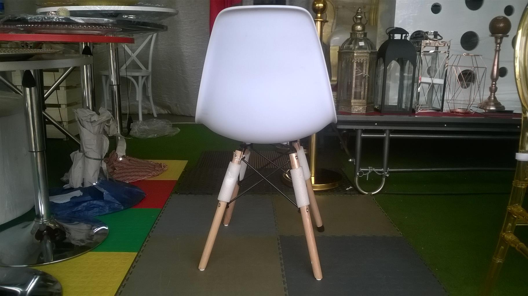 NEW SPIDER CHAIRS (WOODEN LEGS) FOR SALE AT WHOLESALE PRICES.