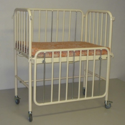 infant cotbed with adjustable head section