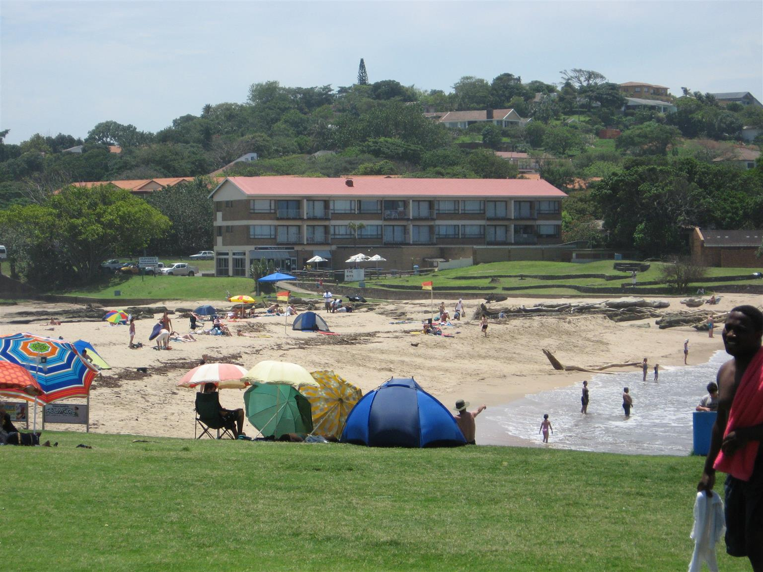 27 APRIL – 1 MAY - 5 BEACHES WITHIN 6 KMS 2 – 8 SLEEPER SELF-CATERING 1, 2 AND 3 BEDROOM HOLIDAY ACCOMMODATION ST MIKES, UVONGO