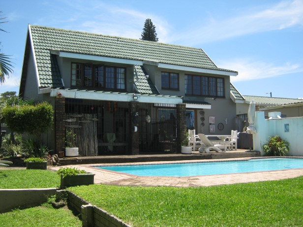 Lovely 3 Bedroom,2 Bathroom Double Storey House with Swimming Pool for sale in Port Edward