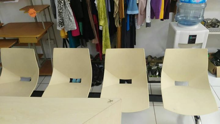 1 x Set of waiting room chairs