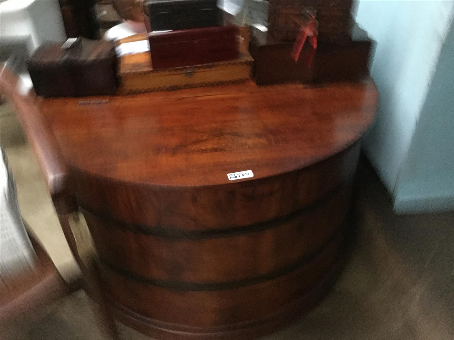 One off apectacular large round coffee table and opens for storeage!