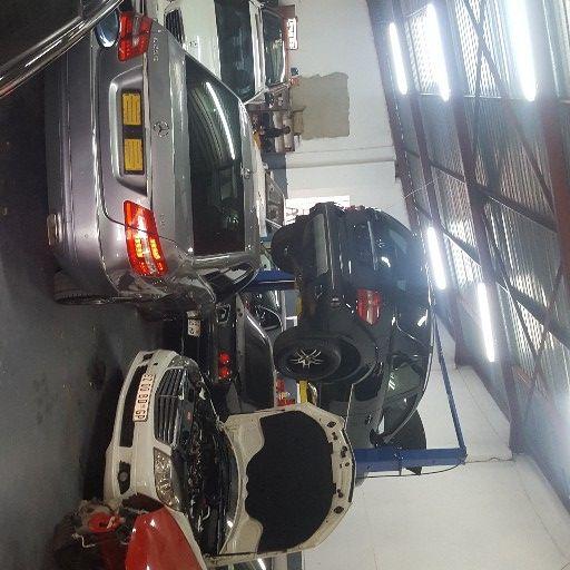 vehicle repair centre/workshop