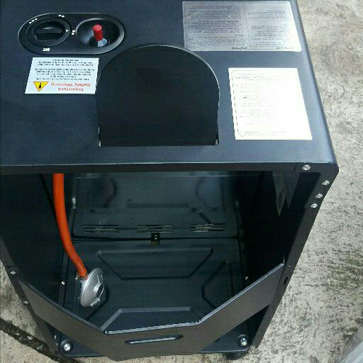 Gas Heater (New Salton 4100W 3 panel gas heater) still in the box