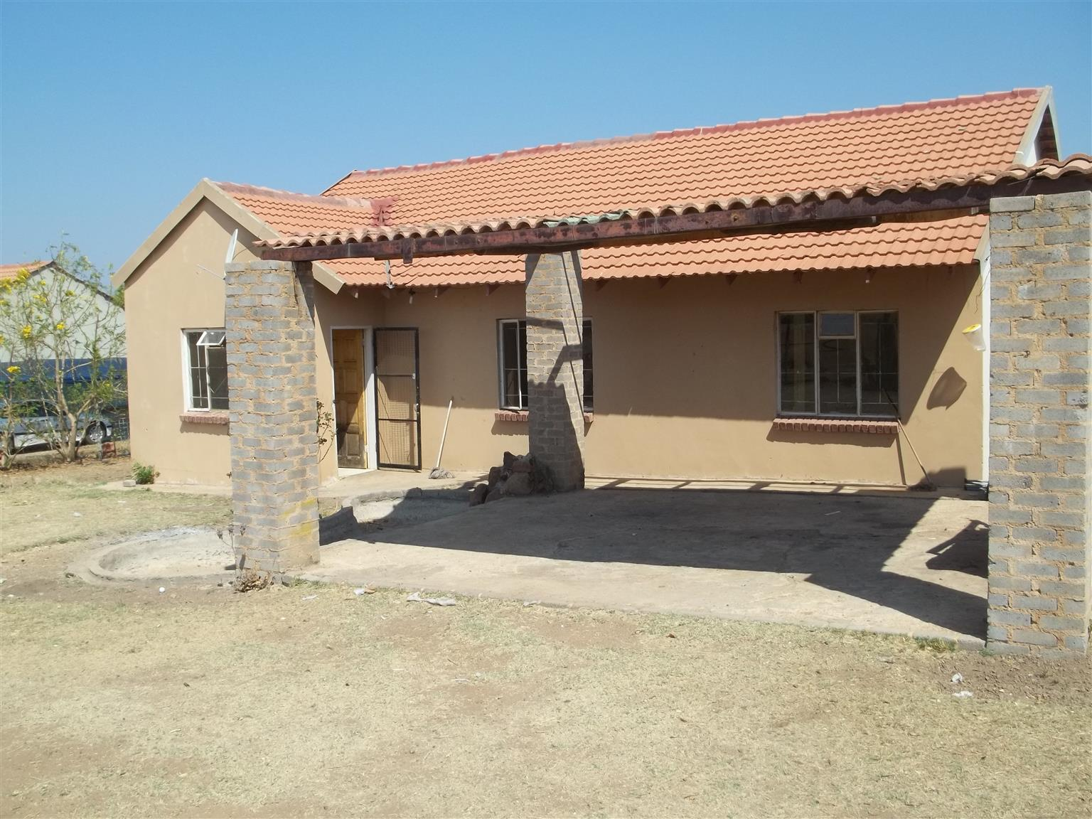 House 3 Bed 2 Bath on small holdings