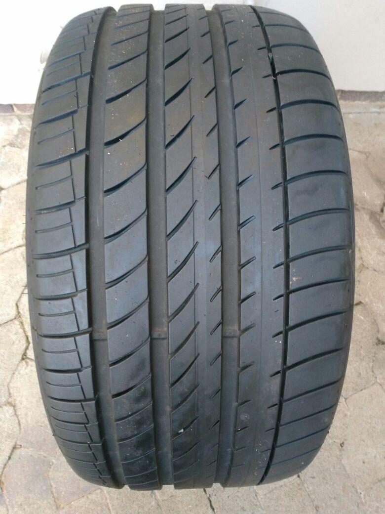 One 95% tread 315/35/20 Dunlop SP Runflat GT Maxx R2950